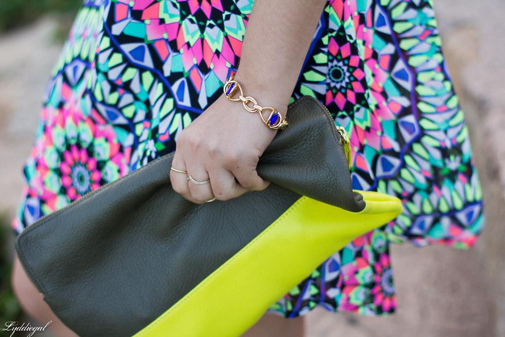 kalediscope print shift dress, color block clutch-6.jpg