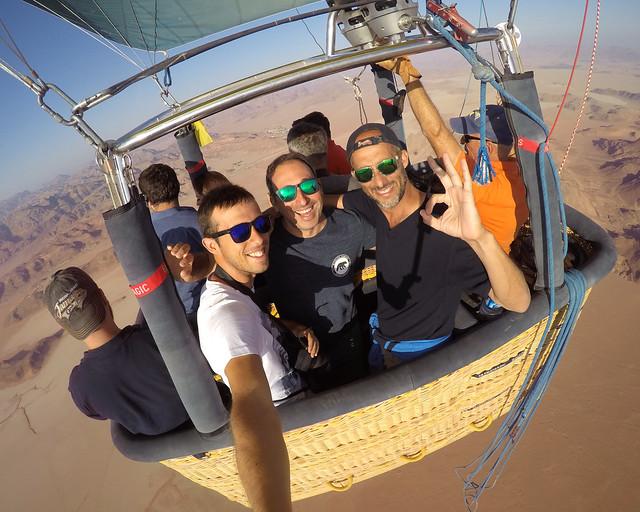 Aquí nos tenéis a los 3 en el globo que voló sobre uno de los paisajes más espectaculares de Wadi Rum