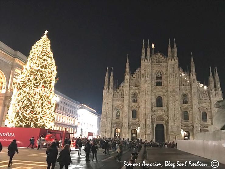 E aqui estou em Milão, na frente da linda Duomo. Uma das igrejas mais lindas que já vi na Itália.