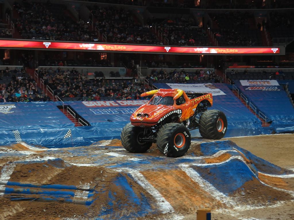 Monster truck el toro loco driver