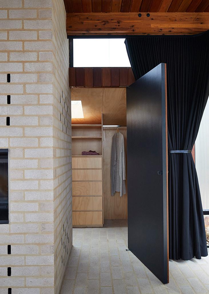 House on stilts design by Austin Maynard Architects in Australia Sundeno_13