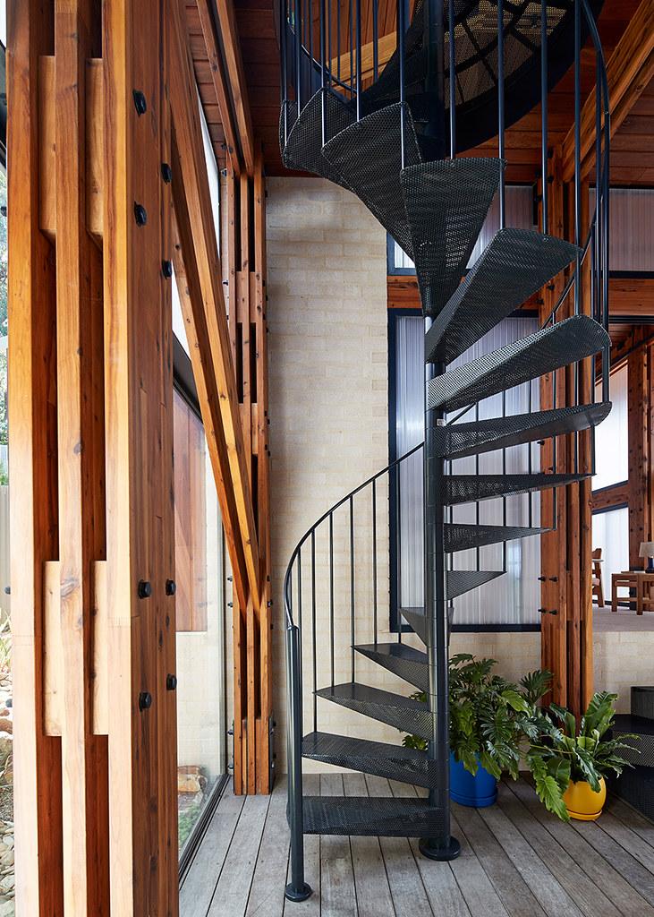 House on stilts design by Austin Maynard Architects in Australia Sundeno_11