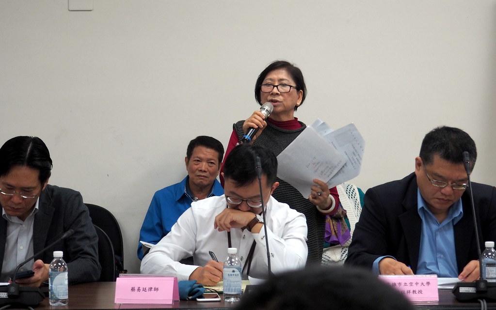 大鳳居民權益關懷協會理事長洪金枝要求到沿海六里辦公聽會。攝影:李育琴