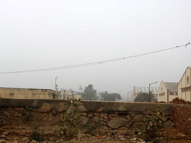 सीता सागर के समय बनी तालाब की सीमा दीवार