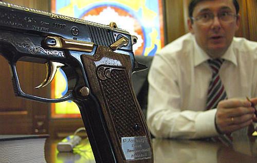 Нардепи зпістолетом