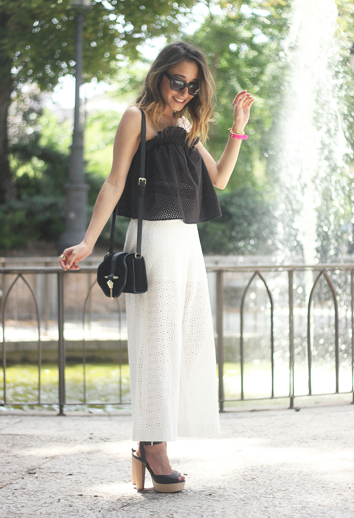White Palazzo Pants With Black Top Summer Outfit01