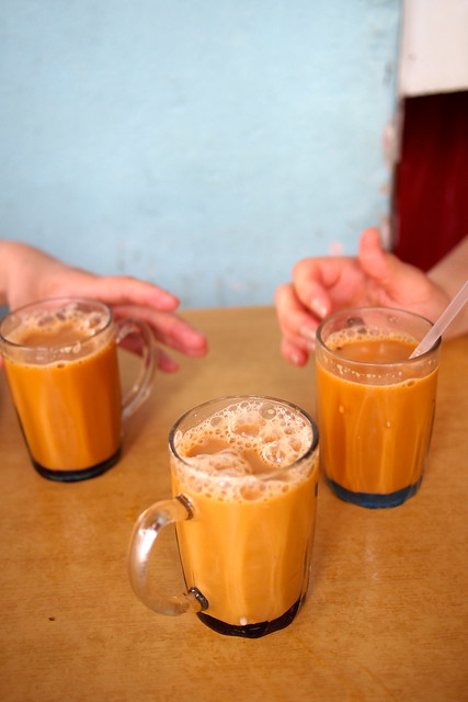 Tour of Singapore: teh tarik at the sarabat stall in Kampong Glam
