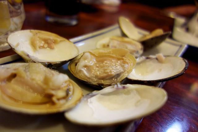 ハマグリの塩焼き  Grilled clams