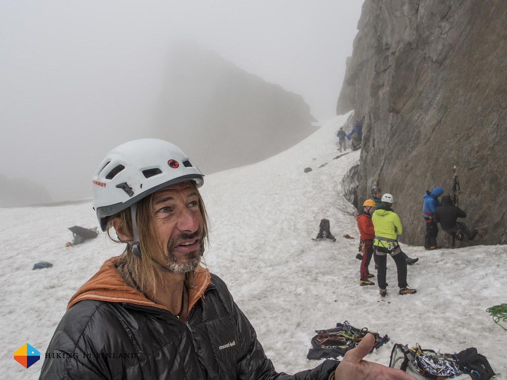 Pesche Wüthrich explaining Aid Climbing