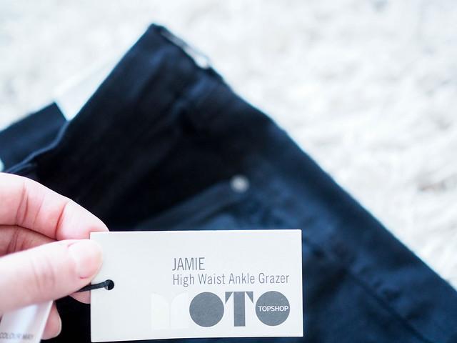 PC069216TopshopJamieJeans.jpg,PC069248JeansSweaterLeatherJacketShopping.jpg, black friday shopping, shoppings, ostokset, musta perjantai, marraskuu, november, muoti, fashion, vaatteet, clothes, tiger of sweden, light gray, vaalean harmaa, neule, sweater, knit, wool, mohair, mohairneule, black topshop jamie skinny jeans, topshop mustat farkut, polvista revityt, ripped the knees, topshop jamie farkut, allsaints leather biker jacket, allsaints musta biker nahkatakki, lampaannahka, smooth sheepskin, high waist jeans, korkea vyötärö farkut, denim, topshop,