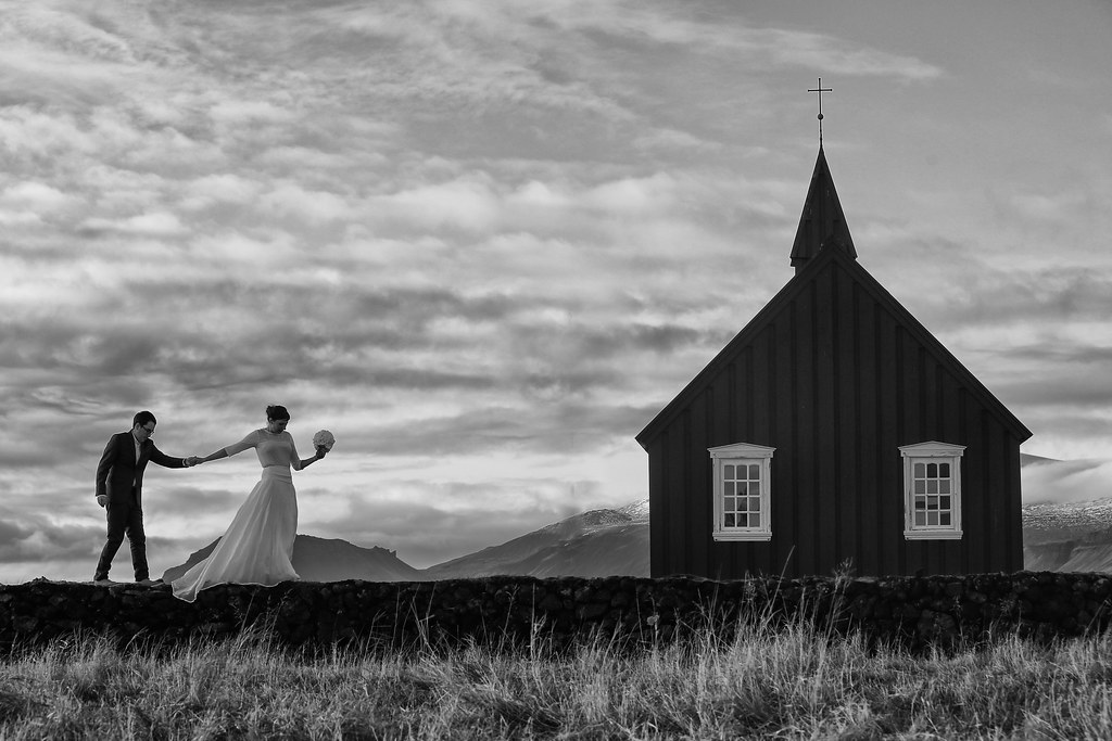 Wedding Photos in Iceland l Bryce Lafoon Photography