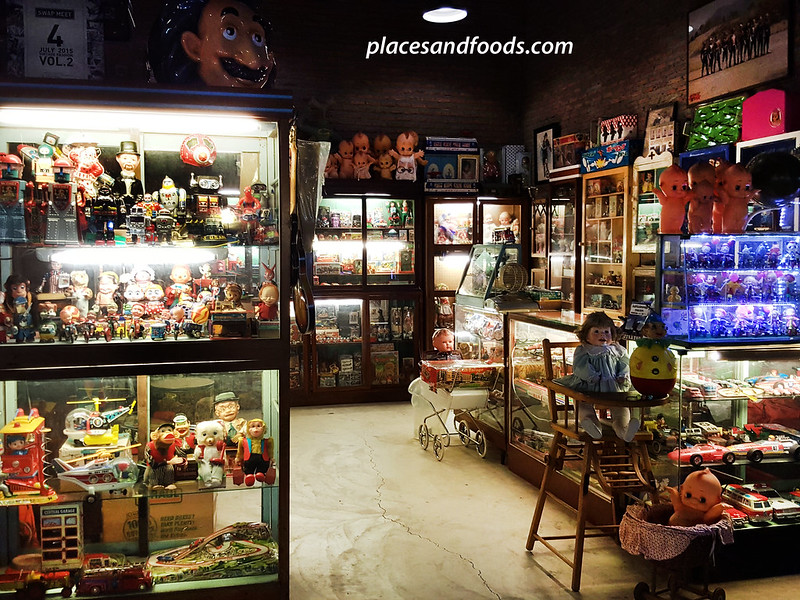 Talad Rod Fai 2 Bangkok Ratchada antique toy shop