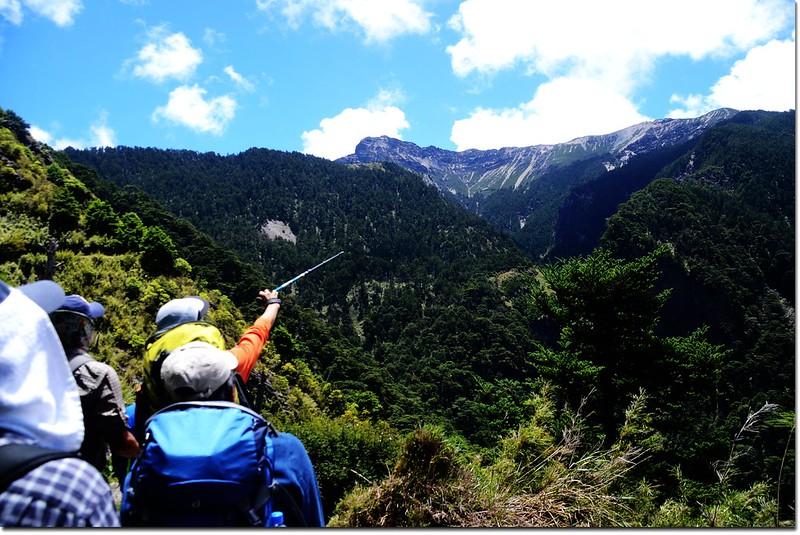 西峰下觀景台前東望主峰連稜 1