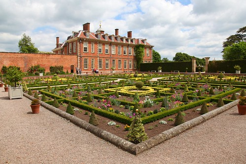 Hanbury hall and parterre garden hanbury hall built in for Parterre 3d