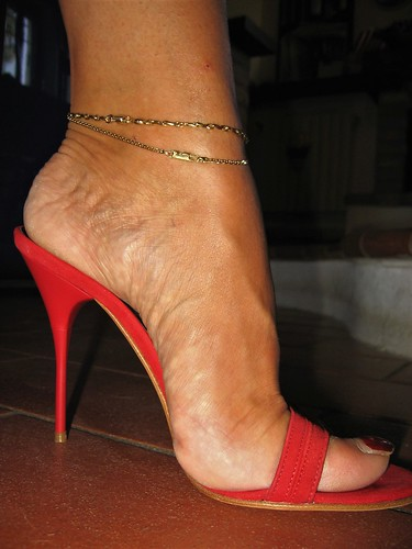 Red Mule And Anklets  Alfredo Garcia  Flickr-1369