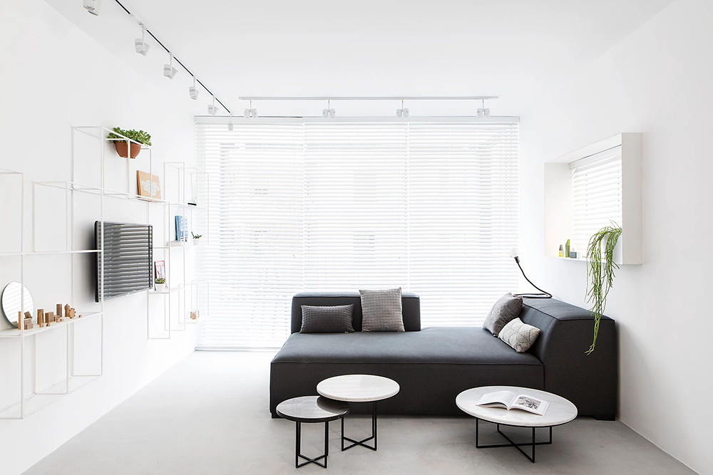 SIG black and white apartment by Yael Perry Sundeno_07