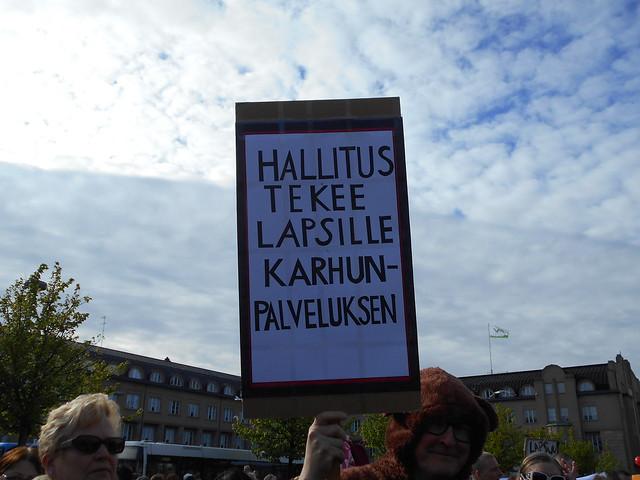 Mielenosoitus varhaiskasvatuksen leikkauspolitiikkaa vastaan keskiviikkona 10.6.2015 Helsingissä - 1