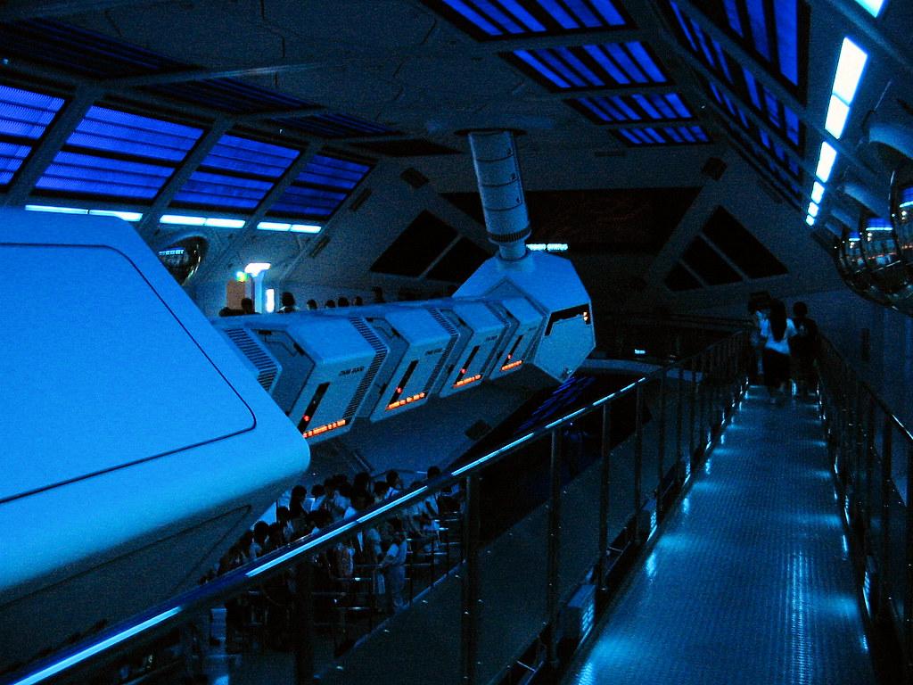 Disneyland Tokyo - Space Mountain interior | L'intérieur
