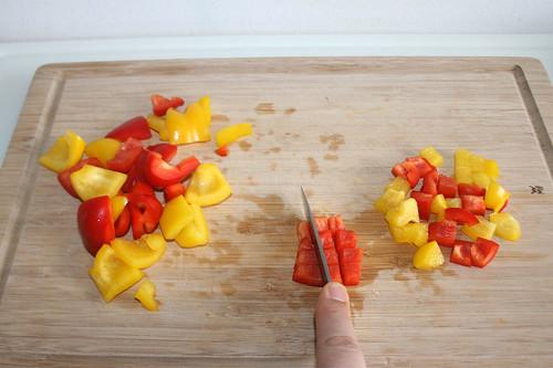 17 - Rest Paprika zerkleinern / Mince remaining bell pepper