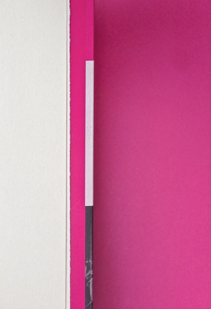 Alberto Milazzo, Uomini e insetti. Mondadori 2015. Art director Giacomo Callo; graphic designer Andrea Geremia. Pagine interne, bandella della quarta di copertina (part.), 1