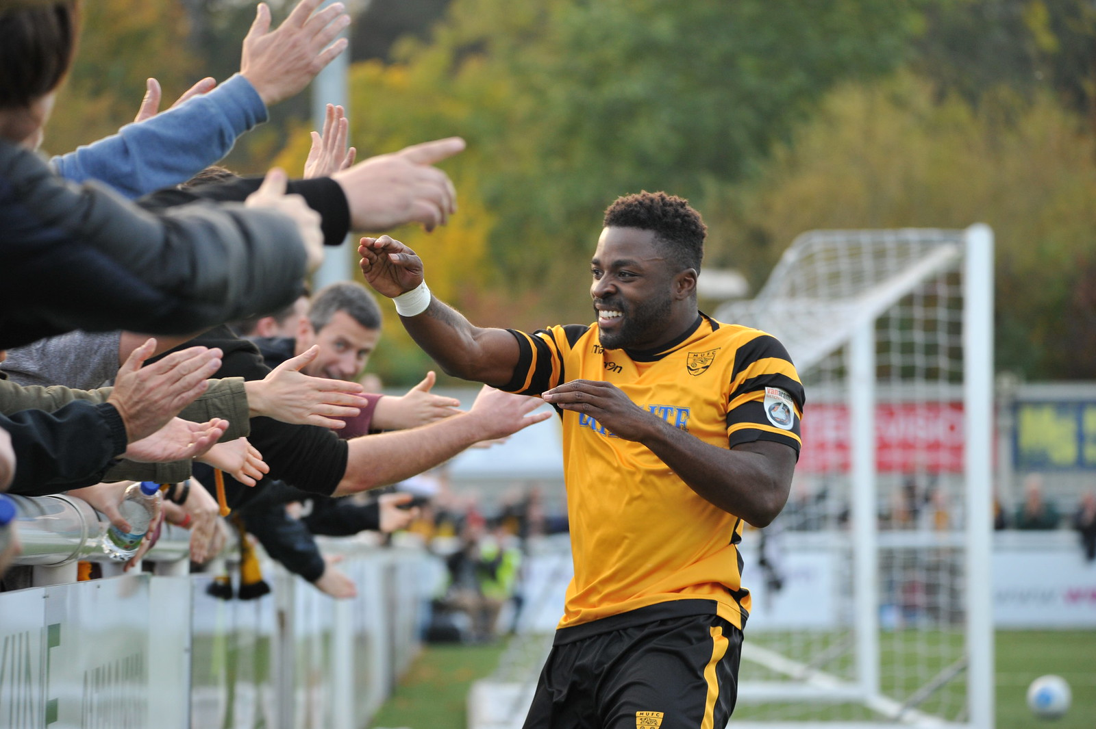 Maidstone United v Macclesfield Town 352