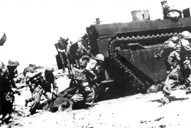 LVT-british-3rd-commando-brigade-assaulting-port-said-1956-oeh-1