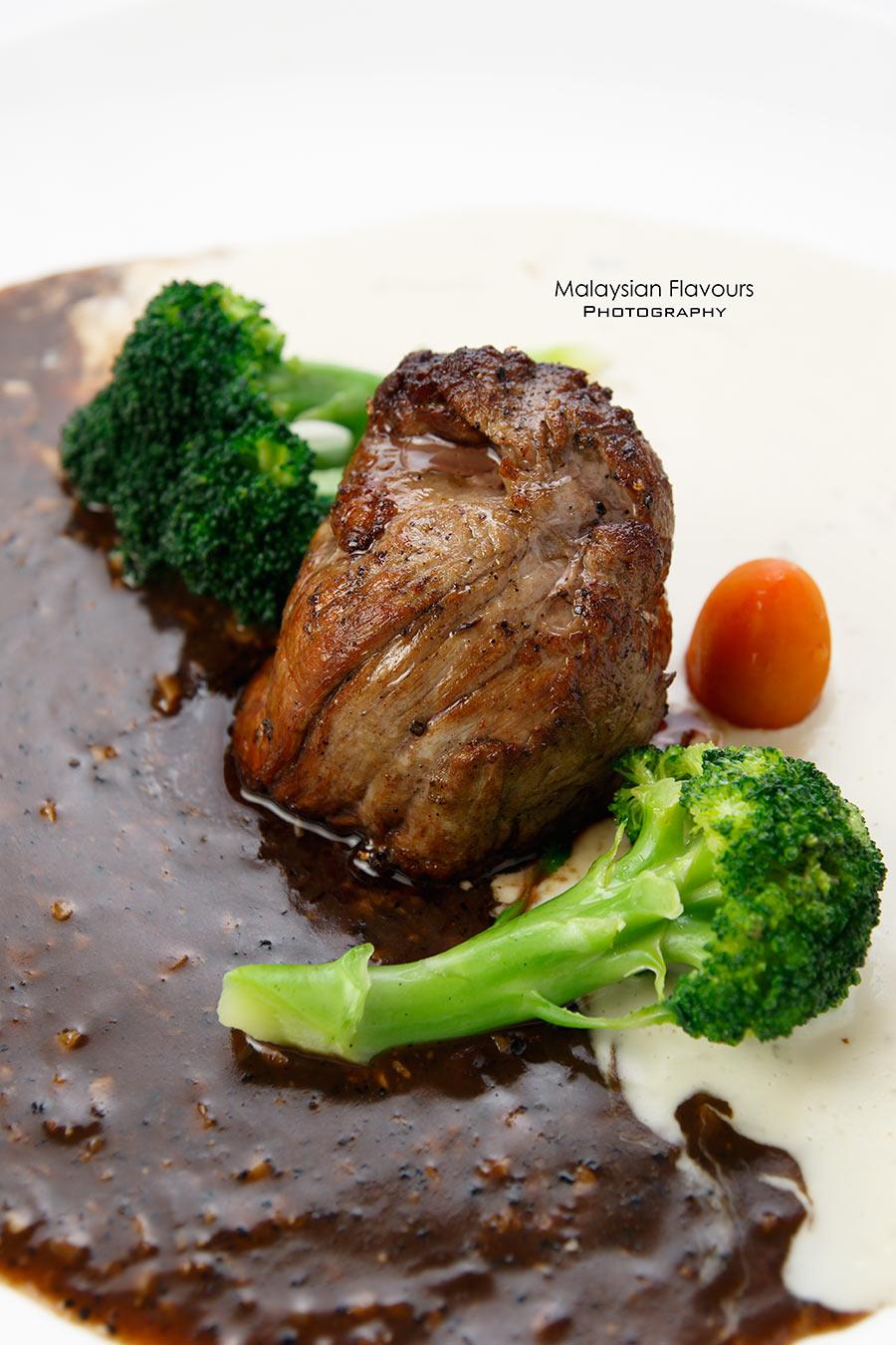 boathouse-ttdi-caramelized-roast-pork-with-garlic-cloves
