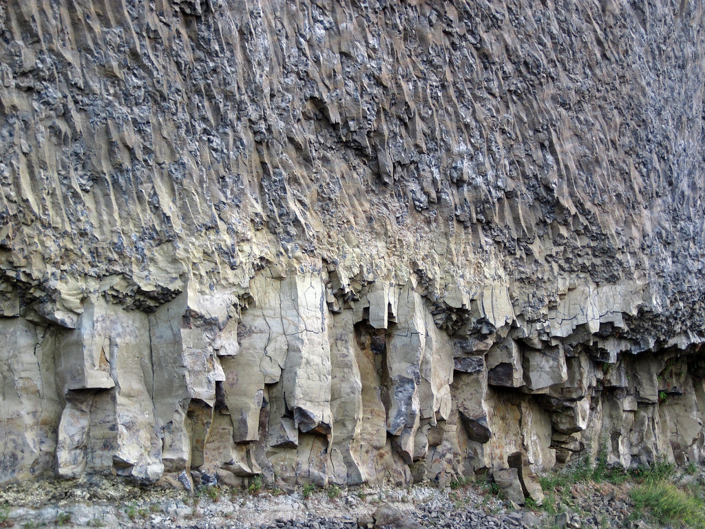 Lower Colonnade Amp Entablature Of The Overhanging Cliff Flo