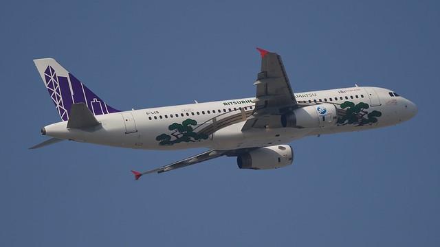 B-LCB Hong Kong Express Airbus A320-232 - cn 2322