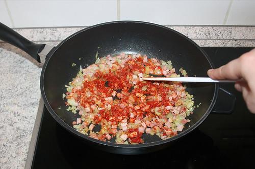 27 - Tomatenmark anrösten / Roast tomato puree