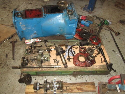 Ford Tractor Gearboxes : Ford tractor gearbox repairs heard a noise so dived