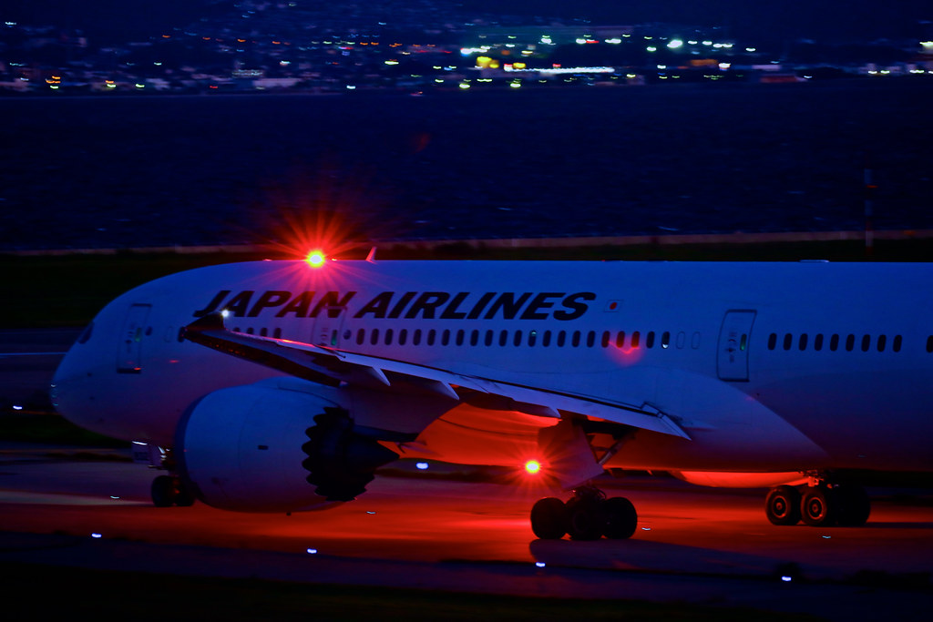 ... JAPAN AIRLINES Boeing 787 JA832J Anti Collision Light | By Yinlei
