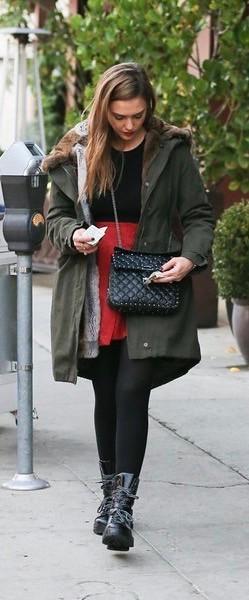 Jessica+Alba+Shops+Beverly+Hills+_uxPHmzSygTl (1)