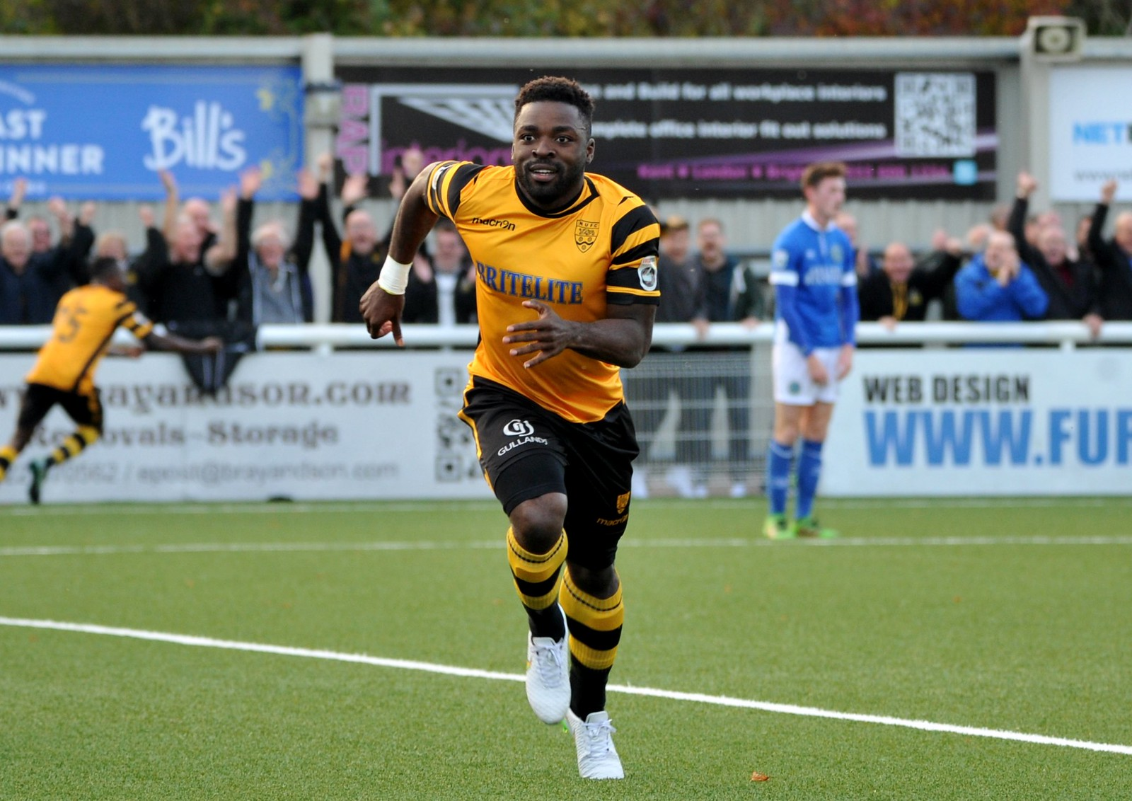 Maidstone United v Macclesfield Town 337