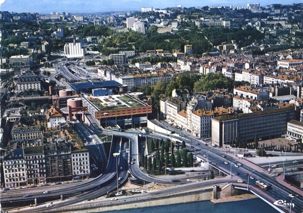 Perrache : L'autoroute en plein centre ville de Lyon , une idée de Pradel fasciné par New York.