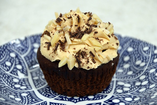 Snickers cupcake