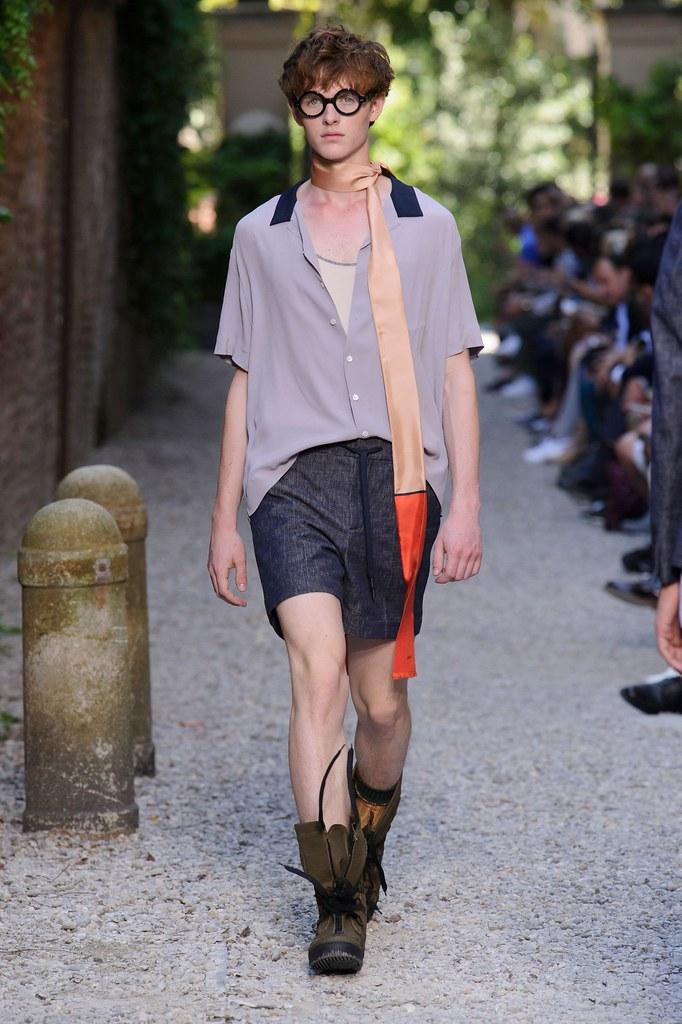 SS16 Milan Andrea Pompilio003_Fionn Creber(fashionising.com)