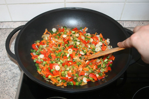 46 - Gemüse weiter andünsten / Continue braising vegetables