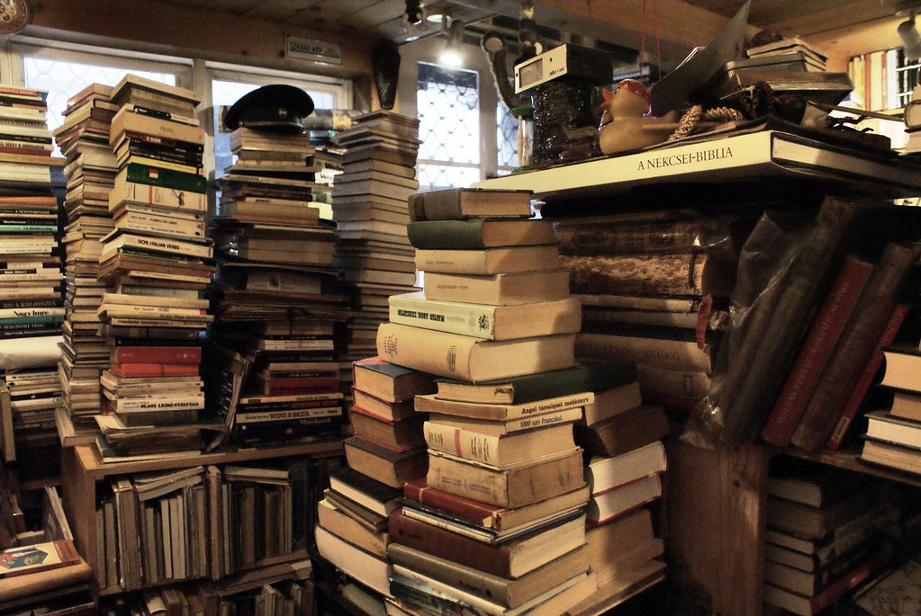 Dans une librairie d'occasion de Budapest.