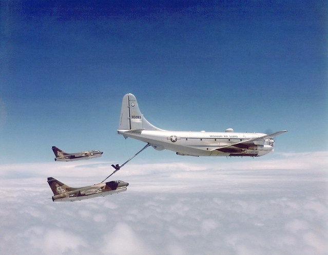76th_Tactical_Fighter_Squadron_A-7D_71-0314_Refueling