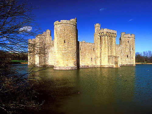 Bodiam Castle, East Sussex | by laszlo-photo