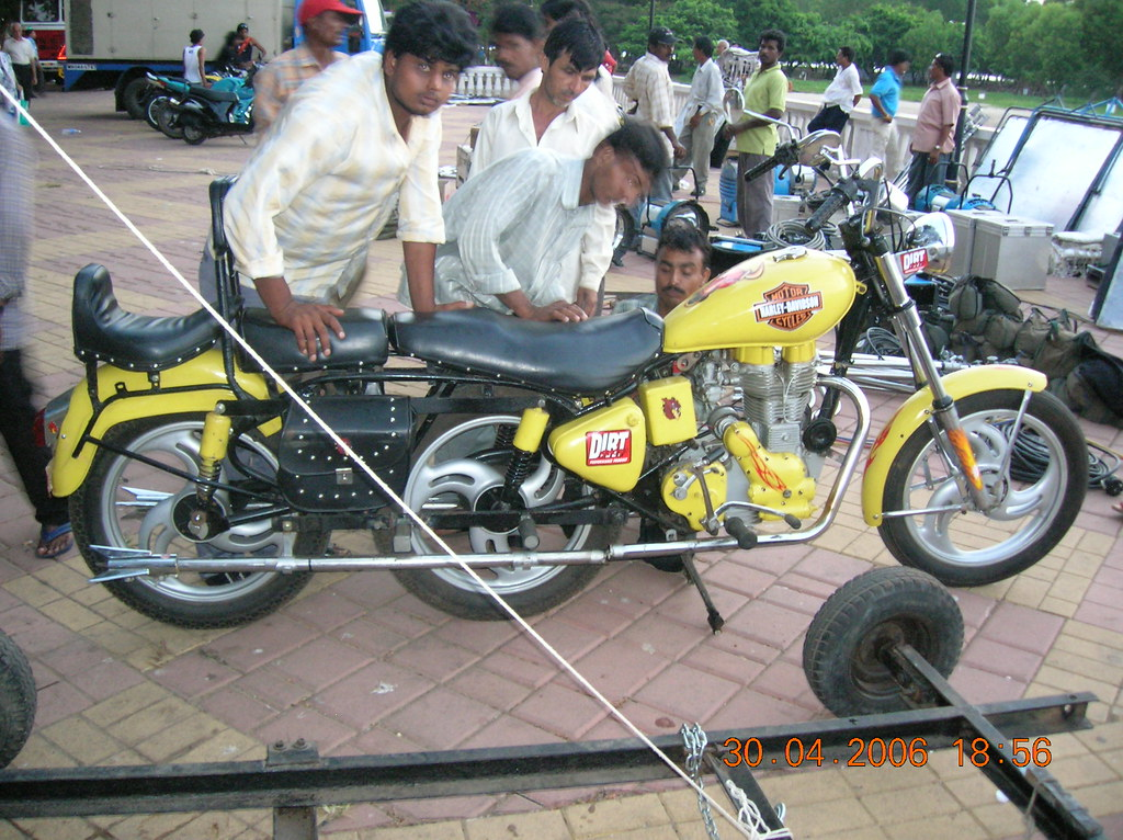 Film Shooting Golmaal Long And Three Wheeler Motor Cycle