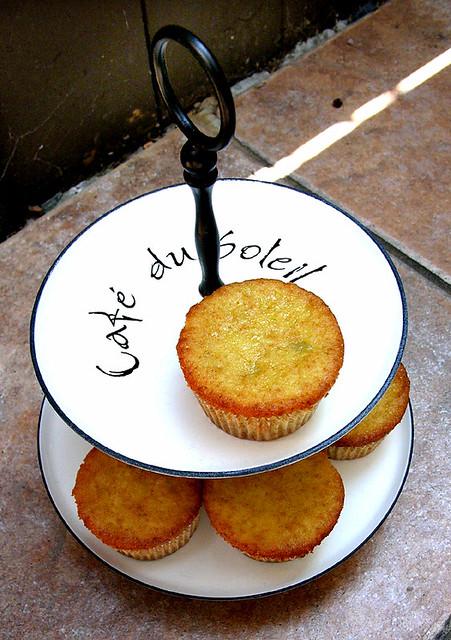 Super Moist Cake Mix Cupcakes