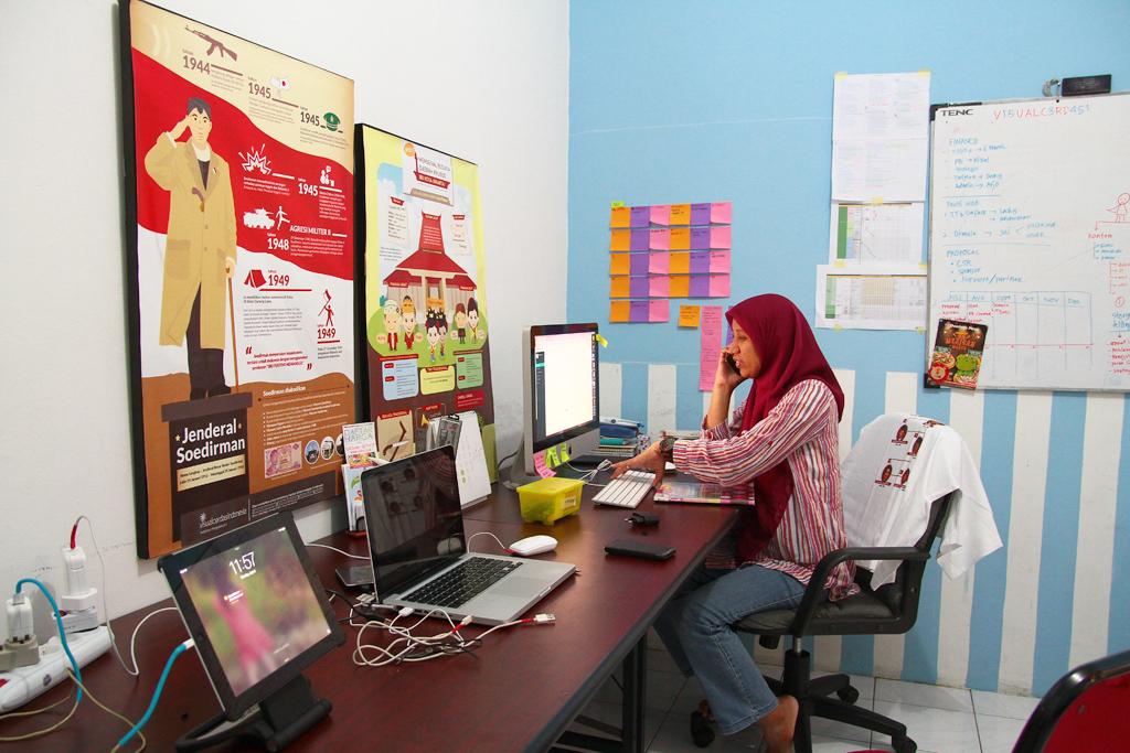 Educating Indonesia By Visual (Cerdas Melalui Visual)
