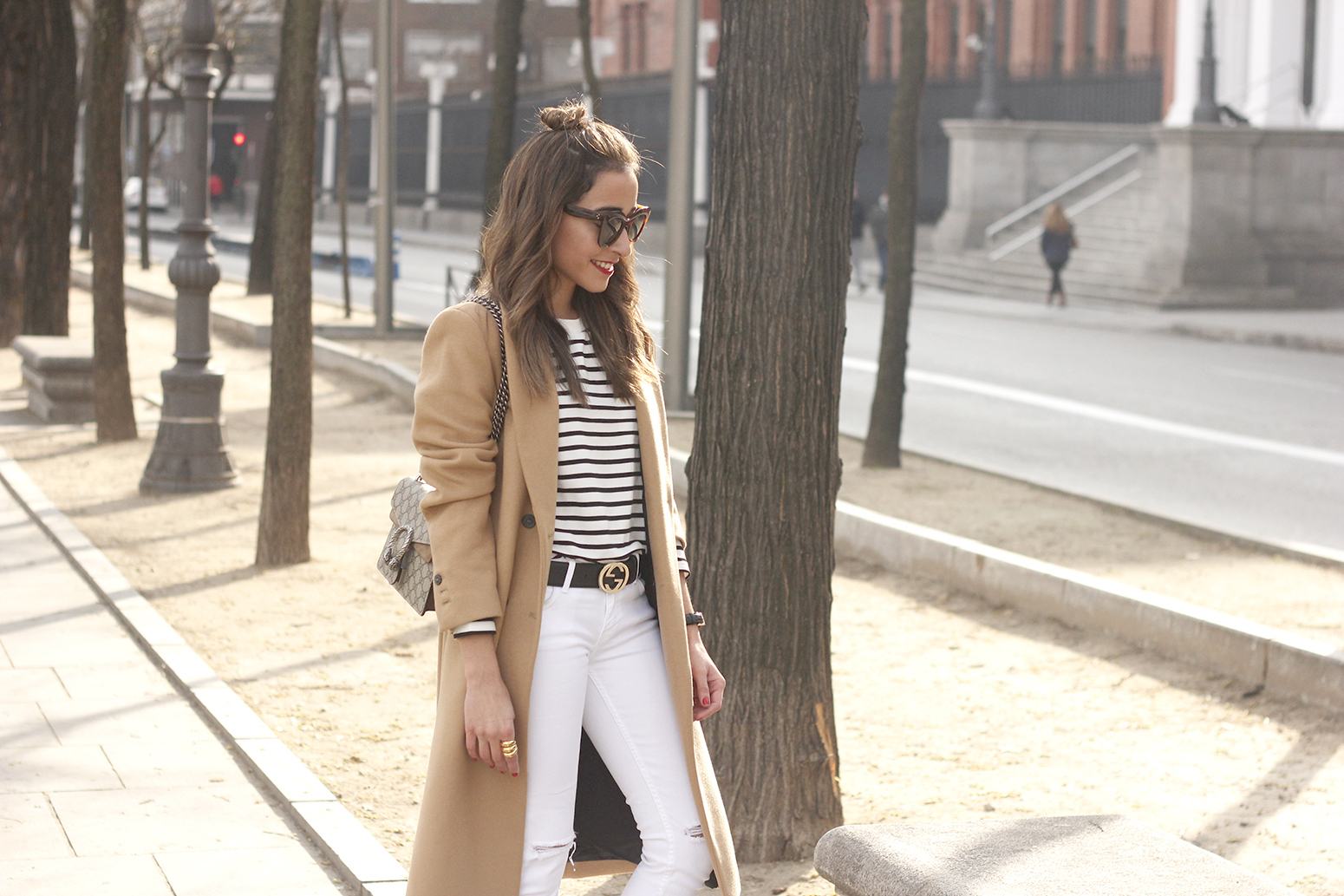 camel coat strieps white ripped jeans black heels uterqüe belt gucci céline sunnies outfit fashion style05