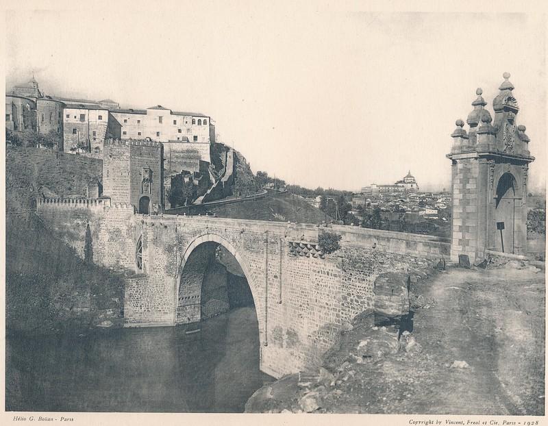 Puente de Alcántara. Del libro Petits Édifices, piblicado en Paris en 1928 por los editores Vincent, Fréal et Cie.