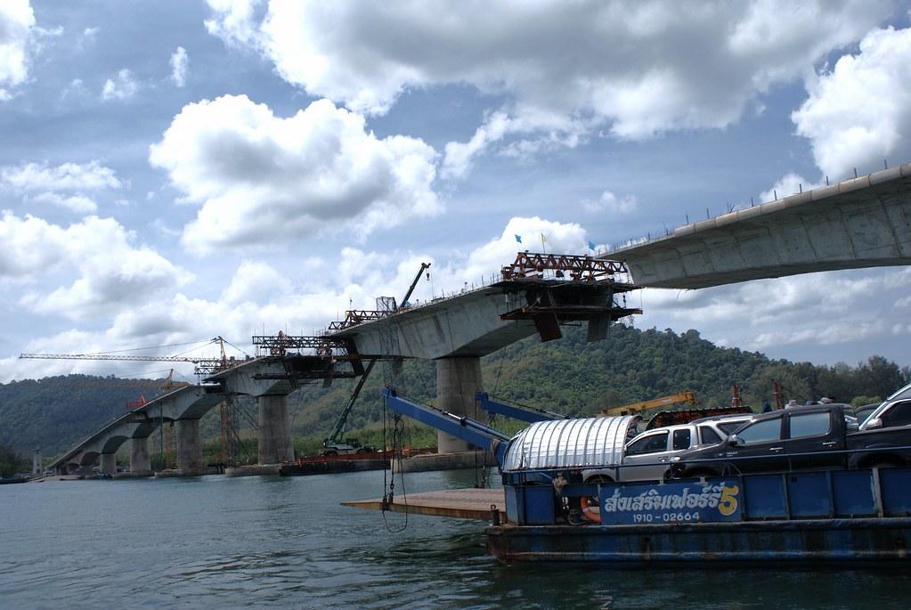 Pont en construction en 2016 entre les deux îles de Koh Lanta : Koh Lanta Yai et Koh Lanta Noi.