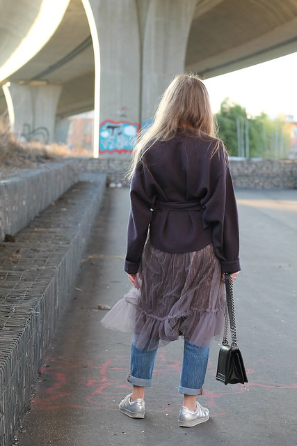 skirt-over-jeans-whole-outfit-back-wiebkembg