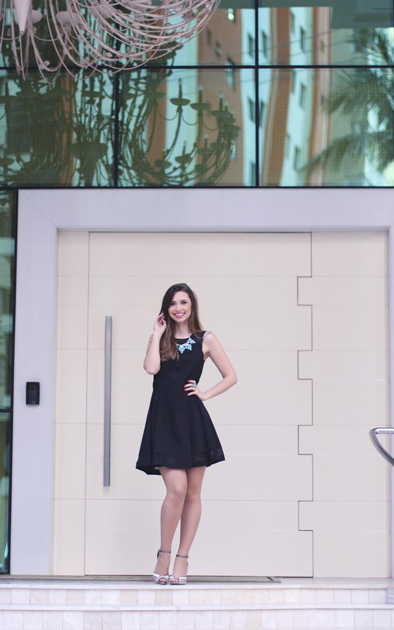 4-vestido preto com colar turquesa look do dia jana taffarel