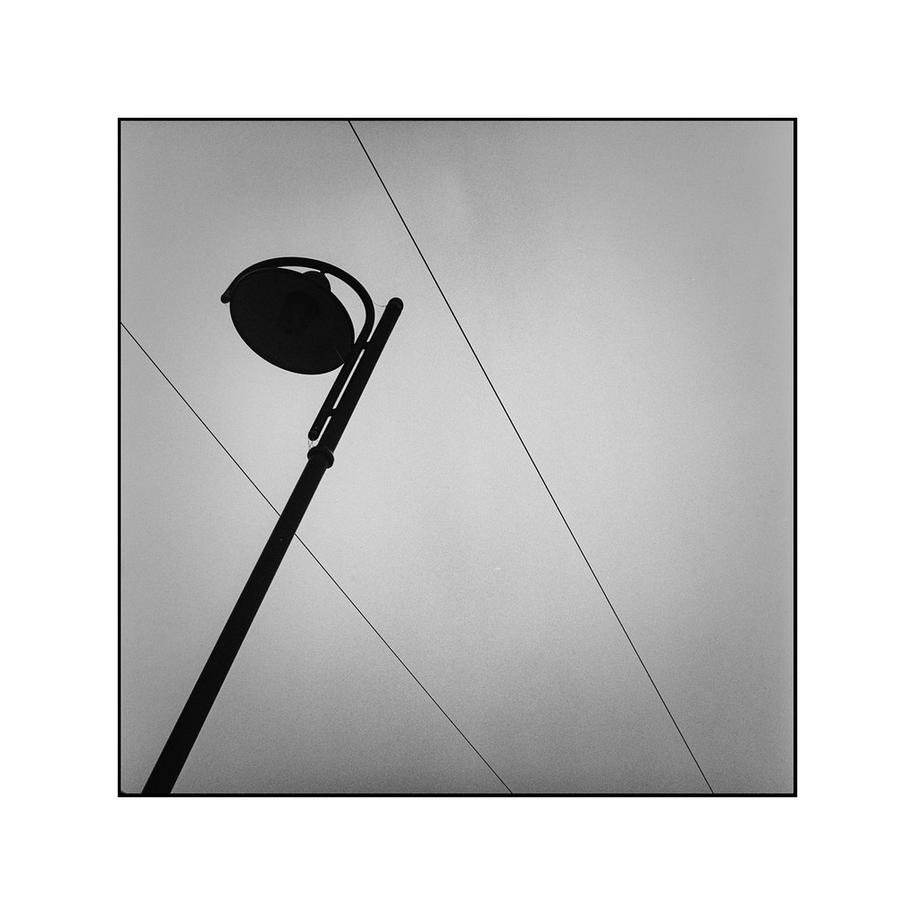Lamp and wire | Rolleiflex K4A, Carl Zeiss Tessar 75mm, f=3,… | Flickr